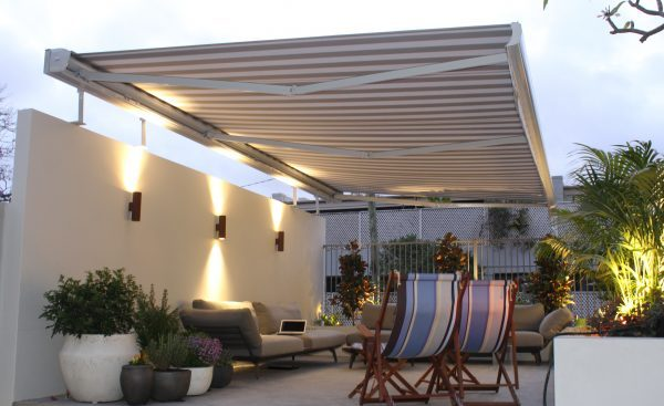 retractable outdoor awnings